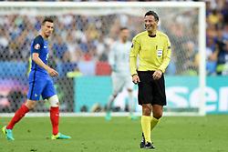Referee, Mark Clattenburg - Mandatory by-line: Joe Meredith/JMP - 10/07/2016 - FOOTBALL - Stade de France - Saint-Denis, France - Portugal v France - UEFA European Championship Final