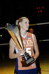 16-10-2006 VOLLEYBAL: DELA TROPHY: NEDERLAND - CUBA: ROTTERDAM<br /> De Nederlandse volleybalsters hebben de derde wedstrijd in de testserie tegen Cuba, met als inzet de Dela Cup, verloren. In Rotterdam zegevierde Cuba met 3-1 / Ingrid Visser<br /> ©2006-WWW.FOTOHOOGENDOORN.NL