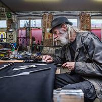 Nederland, Amsterdam, 24 april 2017.<br />Bert Meister van Smederij Meister op de Bellamystraat 93 moet stoppen met zijn werk als kunstenaar omdat hij niet meer met ijzer mag werken, nadat er geklaagd is door twee buurtbewoners. Het familiebedrijf zit al ruim 100 jaar in West. <br /><br /><br />Foto: Jean-Pierre Jans