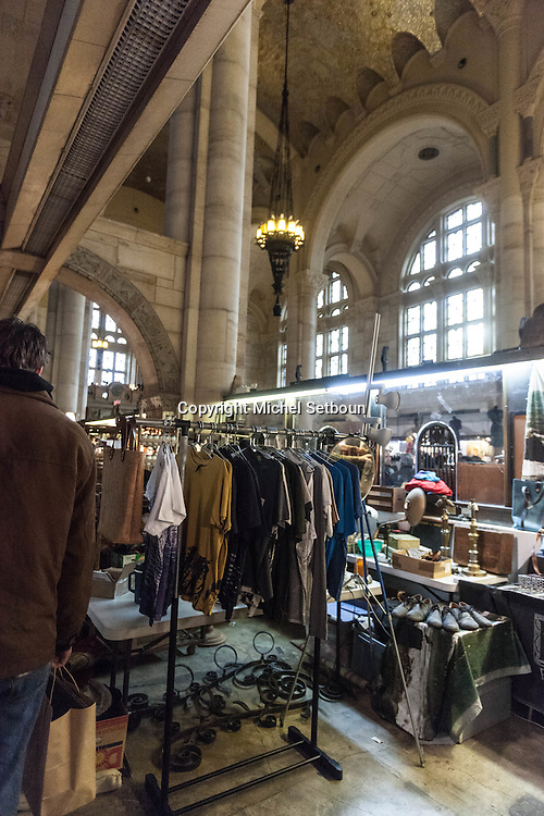 New york Brooklyn. Flea market at one hanson place in The Williamsburgh Savings Bank Tower. / marche aux puces du week end dans la tour de la  Williamsburgh Savings Bank