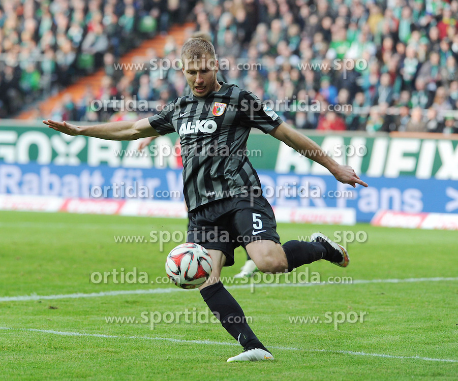 14.02.2015, Weserstadion, Bremen, GER, 1. FBL, SV Werder Bremen vs FC Augsburg, 21. Runde, im Bild Ragnar Klavan ( FC Augsburg ) klaert beherzt im eigenen 5 Meterraum. // during the German Bundesliga 21th round match between SV Werder Bremen and FC Augsburg at the Weserstadion in Bremen, Germany on 2015/02/14. EXPA Pictures &copy; 2015, PhotoCredit: EXPA/ Eibner-Pressefoto/ Schmidbauer<br /> <br /> *****ATTENTION - OUT of GER*****