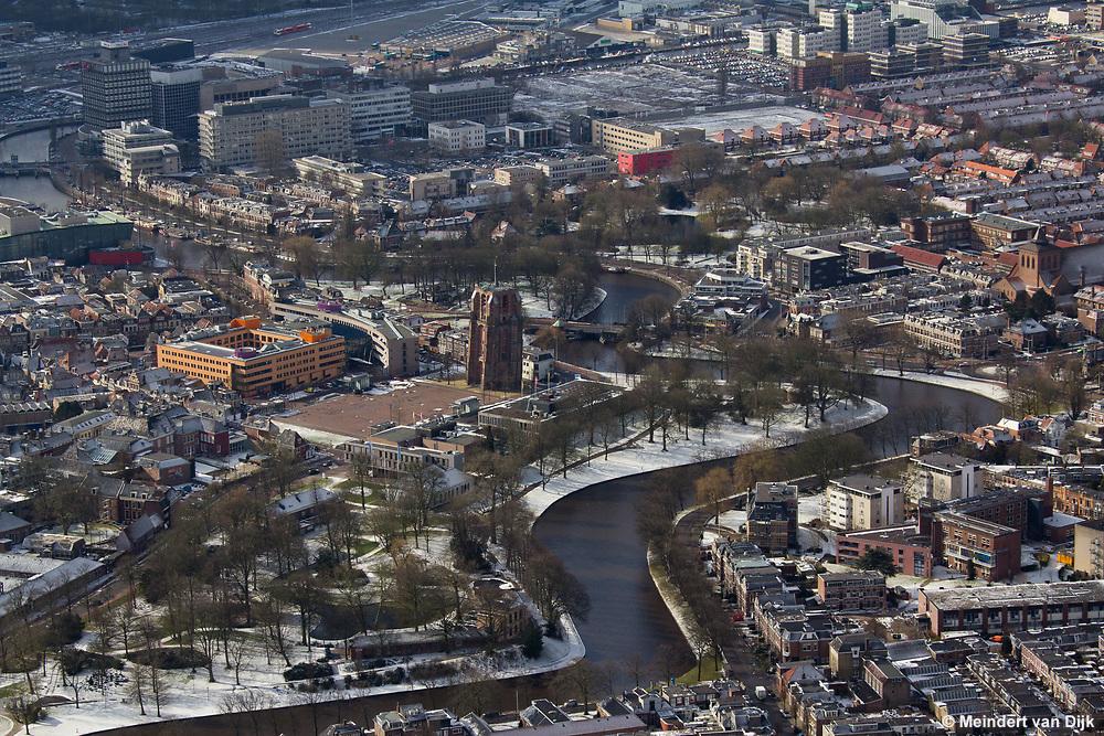 Luchtfoto van besneeuwd Leeuwarder stadscentrum