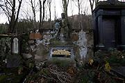 Karlovy Vary (Karlsbad)/Tschechische Republik, CZE, 14.12.06: Familien Grabst&auml;tte mit Deutscher Inschrift auf dem Hauptfriedhof in Drahovice, Karlovy Vary (Karlsbad).<br /> <br /> Karlovy Vary (Karlsbad)/Czech Republic, CZE, 14.12.06: Family grave  with German language inscription at the Central Cemetery in Drahovice, Karlovy Vary (Karlsbad).