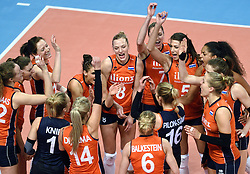 06-01-2016 TUR: European Olympic Qualification Tournament Turkije - Nederland, Ankara<br /> Nederland start sterk en pakt de eerste set / Vreugde bij Nederland