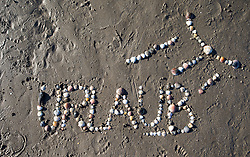 "SYMBOLBILD - der Schriftzug ""Urlaub"" mit Muscheln in Sand geschrieben, aufgenommen am 23.08.2015 in Caorle, Italien // the lettering ""Urlaub"" written in sand with shells in Caorle, Italia on 2015/08/23. EXPA Pictures © 2015, PhotoCredit: EXPA/ Jakob Gruber"