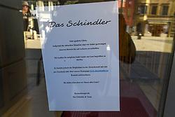 15.03.2020, Innsbruck, AUT, Coronavirus, Ausgangssperre in ganz Tirol, Tirol hat de facto eine Ausgangssperre verhängt. In einer Stellungnahme erklärte Landeshauptmann Günther Platter am Vormittag, die Tirolerinnen und Tiroler dürften die Wohnung nicht verlassen, davon gibt es nur wenige Ausnahmen, im Bild Cafe Restaurant Geschlossen // during a Curfew all over Tyrol, Tirol has de facto imposed a curfew. In a statement, Governor Günther Platter said in the morning that the Tyroleans were not allowed to leave the apartment, there are only a few exceptions. Innsbruck, Austria on 2020/03/15. EXPA Pictures © 2020, PhotoCredit: EXPA/ Erich Spiess