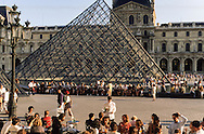 France Paris. People sit on the terrace of Cafe Marly overlooking I.M. Pei's Pyramid in the courtyard of the Louvre Museum on a summer's day.. / Architecte, PEY. to use the picture you have to contact the EPGL etablissement public du grand Louvre.