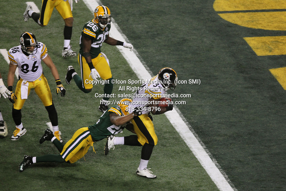 06 February 2011: Pittsburgh Steelers RB Rashard Mendenhall #34 runs the ball in for the touchdown in the 3rd quarter while dragging Green Bay Packers CB Pat Lee #22 during the Pittsburgh Steelers game versus the Green Bay Packers in Super Bowl XLV at Cowboys Stadium in Arlington, Texas.