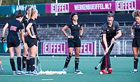 AMSTELVEEN - Noor de Baat (A'dam)  met coach Rick Mathijssen (A'dam) tijdens de  training van de dames van Amsterdam (AH&BC) voor de eerste competitiewedstrijd. COPYRIGHT KOEN SUYK