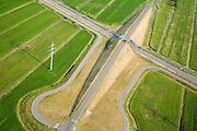 Nederland, Polder Binnentiensdweg, Molenweg, 04-07-2006; detaiopname van viaduct over Betuweroute; naast de spoorlijn loopt een dienstweg, toegankelijk voor hulpdiensten ingevavan calamiteiten; veiligheid, milieu, bouw, transport, infrastructuur, verkeer en vervoer, mobiliteit, Betuwlijn, planologie, weiland, gras, landschap; zie ook andere (lucht)foto's van deze lokatie; deevan de serie Panorama Nederland ; luchtfoto (toeslag); aerial photo (additional fee required); .foto Siebe Swart / photo Siebe Swart