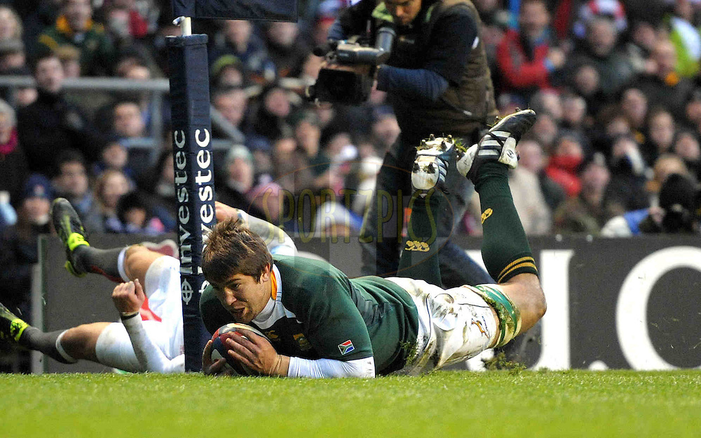 © SPORTZPICS /SECONDS LEFT IMAGES 2010 - Rugby Union - Investec  Internationals  - England v South Africa - 27/11/10 - South Africa's Willem Alberts.scores a try in the corner  - at Twickenham Stadium UK -  All rights reserved