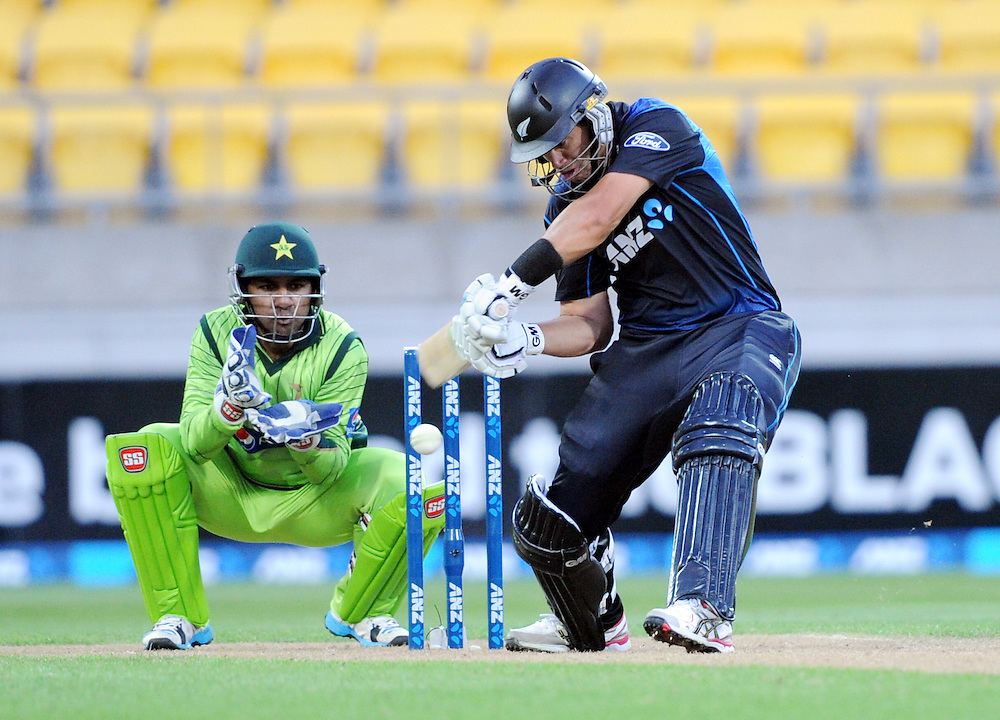 New Zealand's Ross Taylor plays in front of Pakistan's Sarfraz Ahmed in the 1st One Day International cricket match at Westpac Stadium, New Zealand, Saturday, January 31, 2015. Credit:SNPA / Ross Setford
