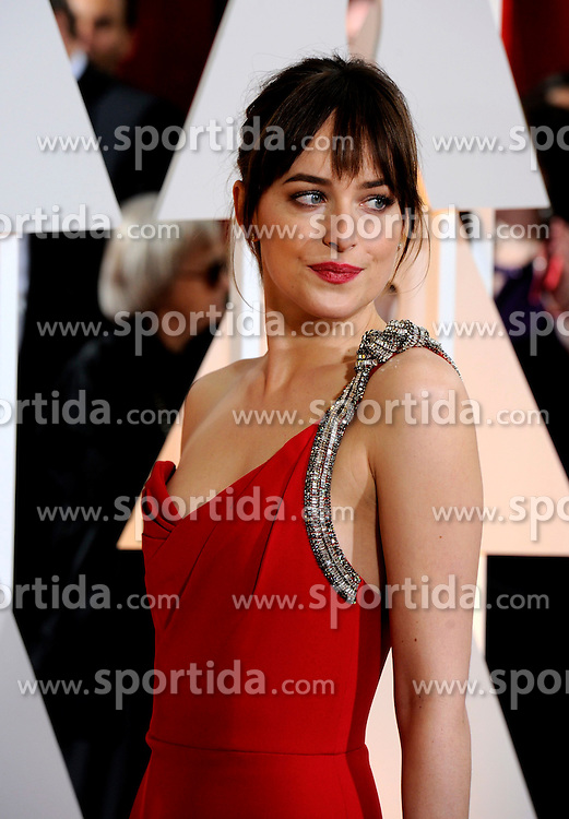 Actress Dakota Johnson arrives for the red carpet of the 87th Academy Awards at the Dolby Theater in Los Angeles, the United States, on Feb. 22, 2015. EXPA Pictures &copy; 2015, PhotoCredit: EXPA/ Photoshot/ Yang Lei<br /> <br /> *****ATTENTION - for AUT, SLO, CRO, SRB, BIH, MAZ only*****