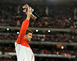 MELBOURNE, AUSTRALIA - Wednesday, July 24, 2013: Liverpool's captain Steven Gerrard lifts his side's third trophy in three games after a 2-0 victory over Melbourne Victory during a preseason friendly match at the Melbourne Cricket Ground. (Pic by David Rawcliffe/Propaganda)