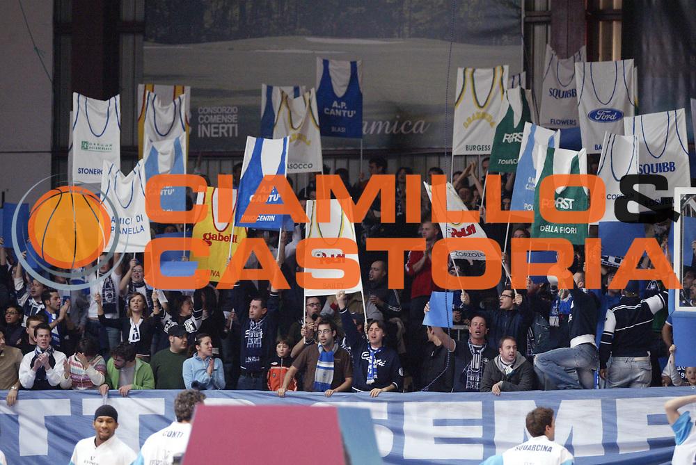 DESCRIZIONE : Cantu Lega A1 2006-07 Tisettanta Cantu VidiVici Virtus Bologna<br /> GIOCATORE : Tifosi<br /> SQUADRA : Tisettanta Cantu<br /> EVENTO : Campionato Lega A1 2006-2007 <br /> GARA : Tisettanta Cantu VidiVici Virtus Bologna<br /> DATA : 18/02/2007 <br /> CATEGORIA : Tifosi<br /> SPORT : Pallacanestro <br /> AUTORE : Agenzia Ciamillo-Castoria/G.Cottini