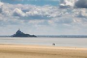 Strand bei Genêts, Normandie, Frankreich mit Blick auf Monto Saint Michel