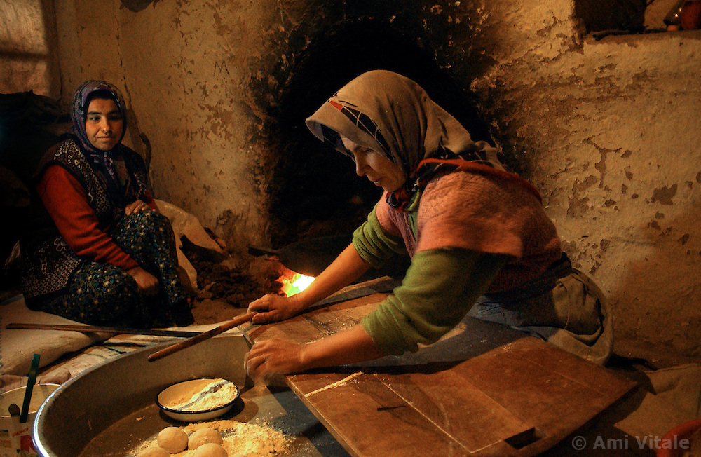 Ali Ipak 's wife Ayse makes bread with her neighbor, Elif (in red) December 13, 2005 in central Turkey, Konya in Kutoren district, about 400 kilometers from Ankara.  (Ami Vitale)