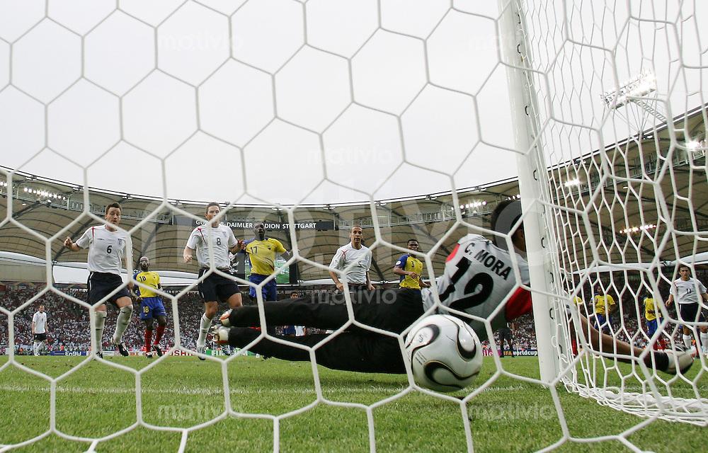 Fussball WM 2006   Achtelfinale   England - Ecuador David BECKHAM (nicht im Bild) erzielt per Freistoss das Tor zum 1:0. Torwart Cristian MORA (ECU) ist ohne Chance