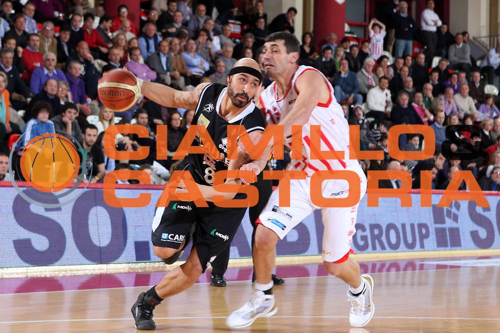 DESCRIZIONE : Teramo Lega A 2009-10 Bancatercas Teramo Carife Ferrara<br /> GIOCATORE : Joel Salvi<br /> SQUADRA : Carife Ferrara<br /> EVENTO : Campionato Lega A 2009-2010 <br /> GARA : Bancatercas Teramo Carife Ferrara<br /> DATA : 31/01/2010<br /> CATEGORIA : palleggio<br /> SPORT : Pallacanestro <br /> AUTORE : Agenzia Ciamillo-Castoria/E.Castoria<br /> Galleria : Lega Basket A 2009-2010 <br /> Fotonotizia : Teramo Lega A 2009-10 Bancatercas Teramo Carife Ferrara<br /> Predefinita :
