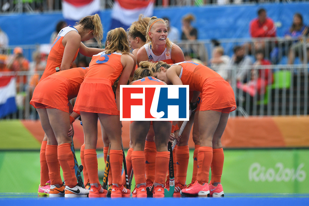 Netherlands players confer during the womens's field hockey New Zealand vs Netherlands match of the Rio 2016 Olympics Games at the Olympic Hockey Centre in Rio de Janeiro on August, 12 2016. / AFP / Carl DE SOUZA        (Photo credit should read CARL DE SOUZA/AFP/Getty Images)