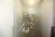 Mannheim. 12.06.17 | Freiwillige Feuerwehr übt <br /> Neckarau. Freiwillige Feuerwehr übt Rettungseinsatz in verwinkelten Gebäuden. Dazu hat das Lager Prime Selfstorage das Gebäude zur Verfügung gestellt. Übung der Freiwilligen Feierwehr <br /> <br /> <br /> BILD- ID 1090 |<br /> Bild: Markus Prosswitz 12JUN17 / masterpress (Bild ist honorarpflichtig - No Model Release!)