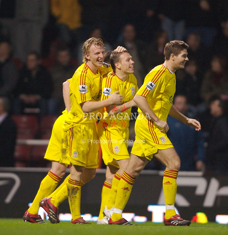 London, England - Tuesday, January 30, 2007: Liverpool's opening goal scorer Dirk Kuyt celebrates with team-mate Craig Bellamy against West Ham United during the Premiership match at Upton Park. (Pic by David Rawcliffe/Propaganda)