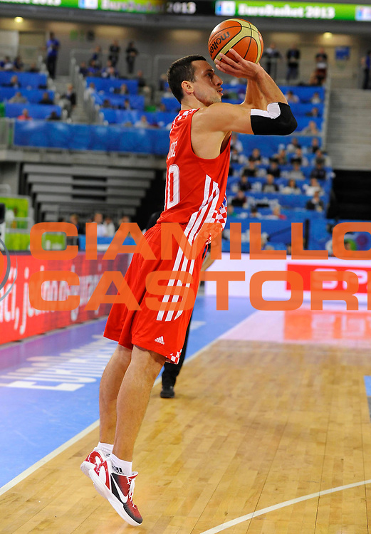 DESCRIZIONE : Lubiana Ljubliana Slovenia Eurobasket Men 2013 Finale Terzo Quarto Posto Spagna Croazia Final for 3rd to 4th place Spain Croatia<br /> GIOCATORE : Roko Ukic<br /> CATEGORIA : tiro shot<br /> SQUADRA : Croazia Croatia<br /> EVENTO : Eurobasket Men 2013<br /> GARA : Spagna Croazia Spain Croatia<br /> DATA : 22/09/2013 <br /> SPORT : Pallacanestro <br /> AUTORE : Agenzia Ciamillo-Castoria/H.Bellenger<br /> Galleria : Eurobasket Men 2013<br /> Fotonotizia : Lubiana Ljubliana Slovenia Eurobasket Men 2013 Finale Terzo Quarto Posto Spagna Croazia Final for 3rd to 4th place Spain Croatia<br /> Predefinita :