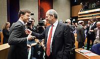 Nederland. Den Haag, 26 oktober 2010.<br /> De Tweede Kamer debatteert over de regeringsverklaring van het kabinet Rutte.<br /> Voor aanvang begroeten Mark Rutte en Job Cohen elkaar, oppositie, premier, minister-president.<br /> Kabinet Rutte, regeringsverklaring, tweede kamer, politiek, democratie. regeerakkoord, gedoogsteun, minderheidskabinet, eerste kabinet Rutte, Rutte1, Rutte I, debat, parlement<br /> Foto Martijn Beekman