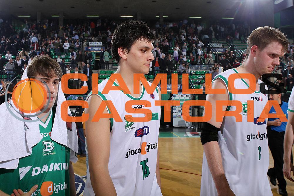 DESCRIZIONE : Treviso Lega A 2009-10 Basket Benetton Treviso Canadian Solar Bologna<br /> GIOCATORE : Team Treviso<br /> SQUADRA : Benetton Treviso<br /> EVENTO : Campionato Lega A 2009-2010<br /> GARA : Benetton Treviso Canadian Solar Bologna<br /> DATA : 17/04/2010<br /> CATEGORIA : Delusione<br /> SPORT : Pallacanestro<br /> AUTORE : Agenzia Ciamillo-Castoria/G.Contessa<br /> Galleria : Lega Basket A 2009-2010 <br /> Fotonotizia : Treviso Campionato Italiano Lega A 2009-2010 Benetton Treviso Canadian Solar Bologna<br /> Predefinita :