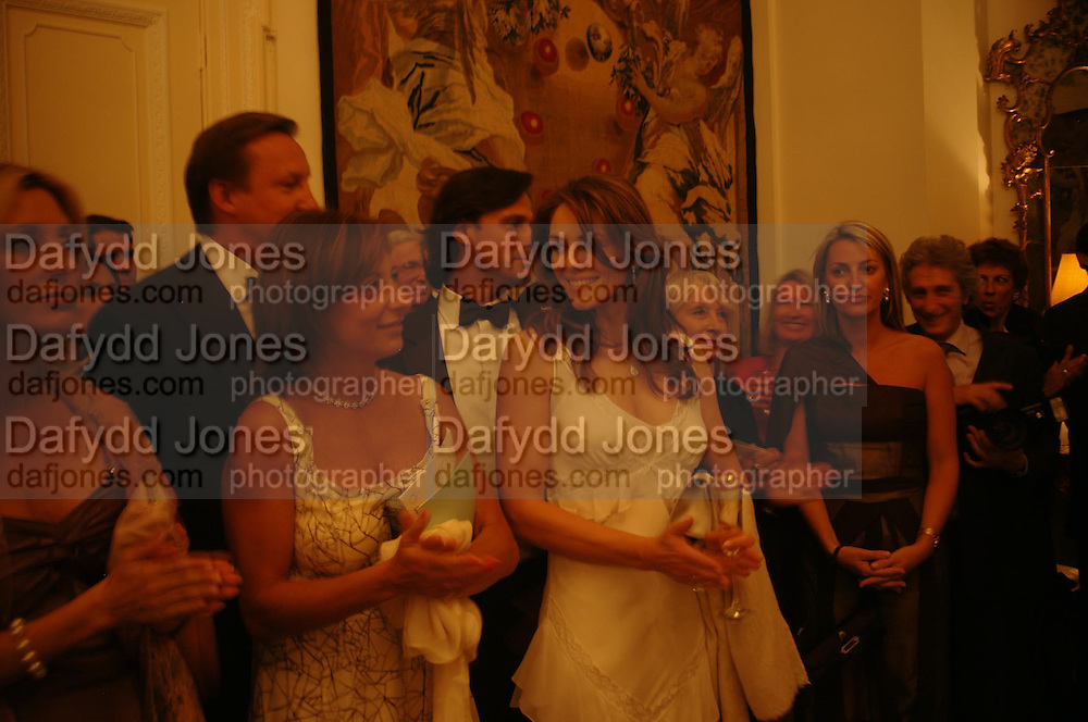 Elizabeth Hurley. An Evening in honour of Salvatore Ferragamo hosted by the Ambassador of Italy. The Italian Embassy, 4 Grosvenor Square. London W1. 8 June 2005. ONE TIME USE ONLY - DO NOT ARCHIVE  © Copyright Photograph by Dafydd Jones 66 Stockwell Park Rd. London SW9 0DA Tel 020 7733 0108 www.dafjones.com
