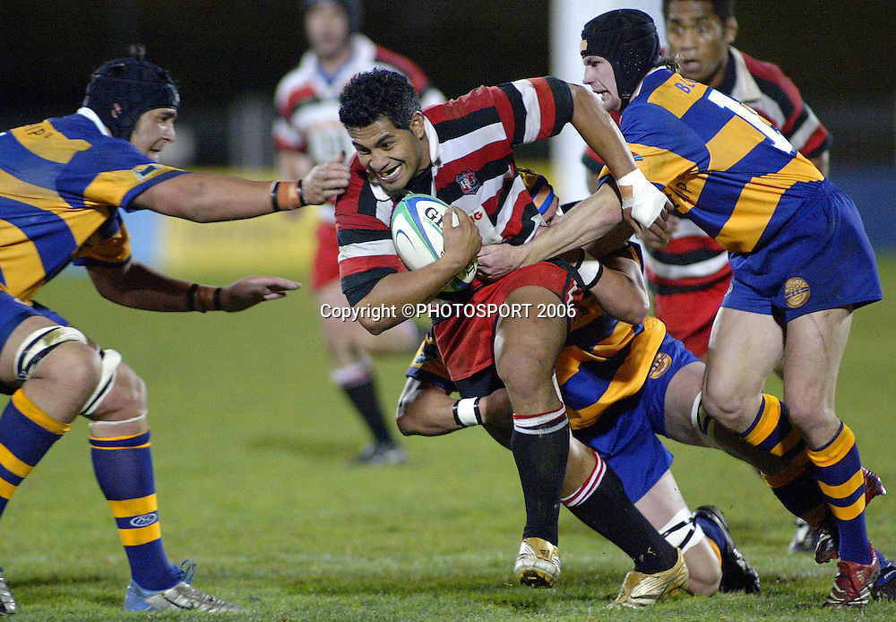 Counties centre Niva Ta'auso on the charge at the pre season Air New Zealand Cup match between Counties Manukau and Bay of Plenty at Mt Smart Stadium, Auckland, on Friday 14 July 2006. Photo: Renee McKay/PHOTOSPORT<br />