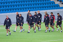 OSLO, NORWAY - Monday, September 3, 2001: Wales' manager Mark Hughes with his squad during training at the Ullevaal Stadion in Oslo ahead of his side's FIFA World Cup 2002 Qualifying Group 5 match against Norway. L-R: Iwan Roberts, Craig Bellamy, Mark Delaney, xxxx, Simon Davies, xxxx, xxxxx, Robbie Savage, Matthew Jones, Ryan Giggs. (Pic by David Rawcliffe/Propaganda)