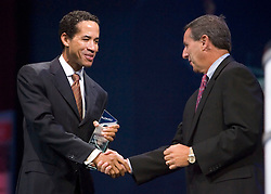 "Charles Phillips, President of Oracle, (L) presents the partner award to Mark Hurd President and CEO of Hewlett Packard at the Oracle Open World 2005 conference, September 20, 2005 in San Francisco, California.  Hurd later discussed the new ""Opimized for Agility"" Initiative between Oracle and HP, which will help maintain and improve IT services without affecting productivity.   Photo by Kim Kulish/"