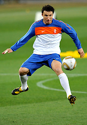 10.07.2010, Soccer City Stadium, Johannesburg, RSA, FIFA WM 2010, Training Niederlande im Bild Mark Van Bommel, EXPA Pictures © 2010, PhotoCredit: EXPA/ InsideFoto/ Perottino *** ATTENTION *** FOR AUSTRIA AND SLOVENIA USE ONLY! / SPORTIDA PHOTO AGENCY