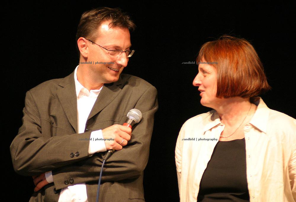 Verwaltungschef der Stadt Hitzacker Jochen Langen-Deichmann und die Vorsitzende von Leader+ Sabine Ortmanns-Möller bei der Eröffnung der Wellnessmesse Wellvita in Hitzacker