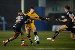 Jimmy Gopperth of Wasps kicks the ball to assist Zach Kibirige of Wasps to score a try - Mandatory by-line: Robbie Stephenson/JMP - 25/01/2020 - RUGBY - Sixways Stadium - Worcester, England - Worcester Warriors v Wasps - Gallagher Premiership Rugby