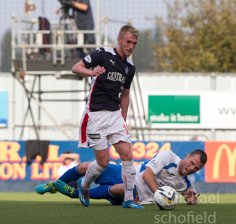 Falkirk's Craig Sibbald and Queen of the South's Mark Durnan.<br /> Falkirk 1 v 1 Queen of the South, Scottish Championship game played today at The Falkirk Stadium.