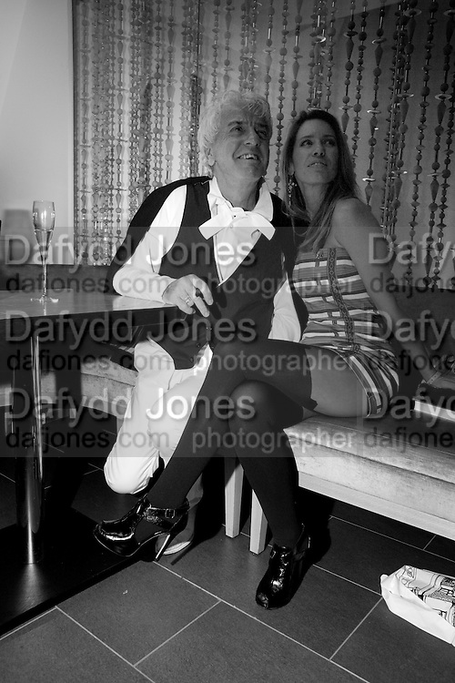 NICKY HASLAM; COLETTE VAN DEN THILLART, , Launch of Nicky Haslam's book Redeeming Features. Aqua Nueva. 5th floor. 240 Regent St. London W1.  5 November 2009.  *** Local Caption *** -DO NOT ARCHIVE-© Copyright Photograph by Dafydd Jones. 248 Clapham Rd. London SW9 0PZ. Tel 0207 820 0771. www.dafjones.com.<br /> NICKY HASLAM; COLETTE VAN DEN THILLART, , Launch of Nicky Haslam's book Redeeming Features. Aqua Nueva. 5th floor. 240 Regent St. London W1.  5 November 2009.