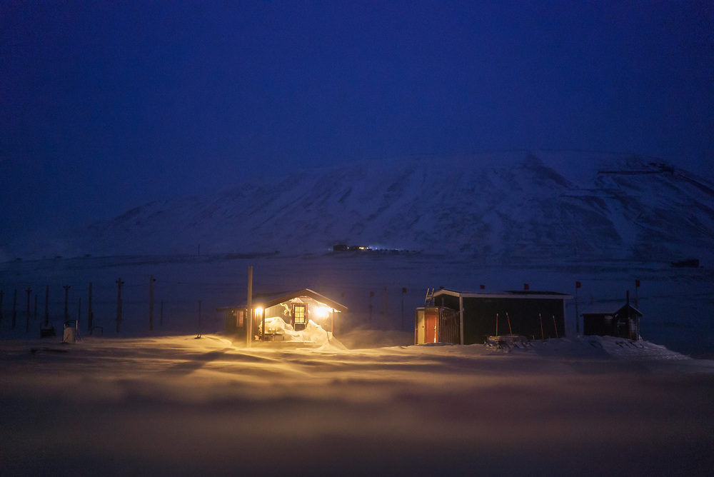 About five out of ten Svalbard households are single-person households. However, many of them have a family on the mainland. People often come to the Archipelago to work only for a relatively short period of time, save money and leave.