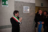 Roma 29 Aprile 2010.Inaugurato dal Sindaco di Roma Gianni Alemanno il Centro Astalli, sede italiana del servizio dei Gesuiti per i rifugiati ristrutturato e rimesso a nuovo con la mensa che distribuisce 400 pasti al giorno e l'ambulatorio medico..Il Sindaco  di Roma Gianni Alemanno con  il responsabile del Centro, padre Giovanni La Manna scoprono una targa ricordo..Rome April 29, 2010.Opened by the Mayor of Rome Gianni Alemanno the  Astalli Center, home of the Italian Jesuit Refugee Service renovated and refurbished, with the canteen that distributes 400 meals a day and the doctor's office..The Mayor of Rome Gianni Alemanno with the head of the Center, Father John La Manna discover a plaque.