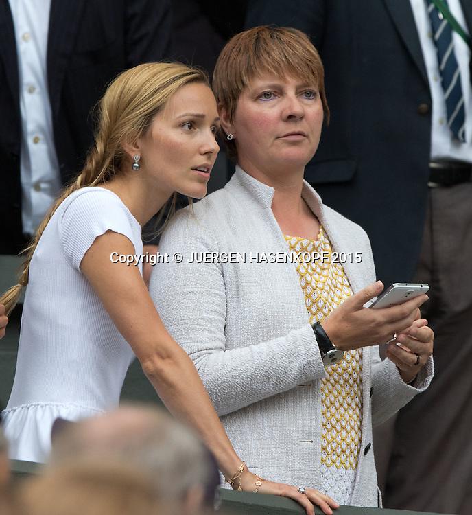 Novak Djokovic Ehefrau Jelena und PR Frau Elena Cappellaro, in der Spieler Loge waehrend der Siegerehrung<br /> <br /> Tennis - Wimbledon 2015 - Grand Slam ITF / ATP / WTA -  AELTC - London -  - Great Britain  - 12 July 2015.
