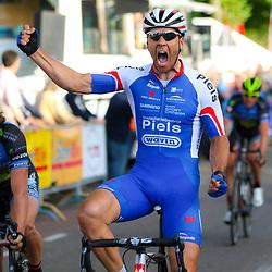 HARDERWIJK (NED) wielrennen: Jeff Vermeulen pakt de winst in de 30e Parel van de Veluwe een wedstrijd met start en finish in Harderwijk. De tweede plek Johiem Ariesen en derde werd Oscar Riesebeek