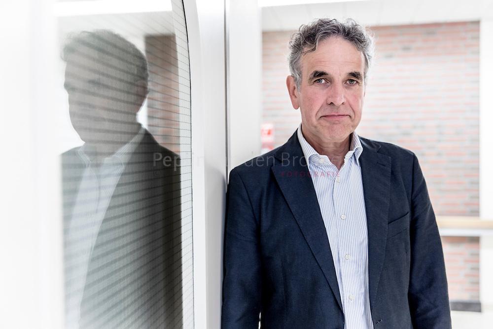 UMCG Groningen 20141006. Dokter Herman Sprenger. Sprenger heeft een belangrijke rol gespeeld bij het behandelen van aids-patienten in Noord-Nederland. foto: pepijn  van den broeke. kilometers: 12