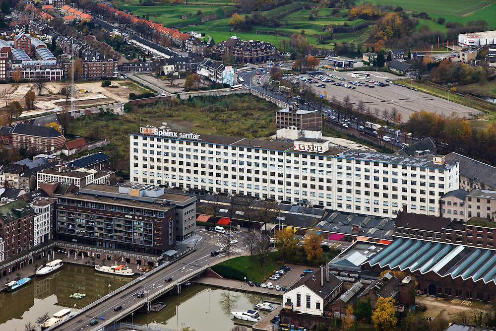 Nederland, Limburg, Maastricht, 15-11-2010;.Sphinxfabriek (Mosa), gebouw De Eiffel. in de Boschstraat. Sphinx Factory (Mosa), historic building the Eiffel in the Boschstraat, Maastricht..luchtfoto (toeslag), aerial photo (additional fee required).foto/photo Siebe Swart