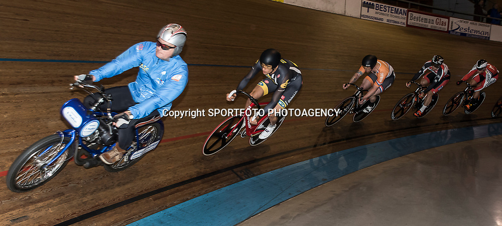20-12-2015: Wielrennen: NK Baan: Alkmaar<br />ALKMAAR (NED) baanwielrennen. <br />NK Baan Keirin Theo Bos leek onderweg naar de titel maar schoot uit z'n pedaal in de laatste bocht