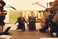 08 JAN 2001, BERLIN/GERMANY:<br /> Renate Kuenast und Fritz Kuhn, Bundesvorsitzende von Buendnis 90 / Die Gruenen, vor Beginn der Klausursitzung des Gruenen Bundesvorstandes, Bundesgeschaeftsstelle<br /> IMAGE: 20010108-01/01-03<br /> KEYWORDS: Gr&uuml;n, K&uuml;nast