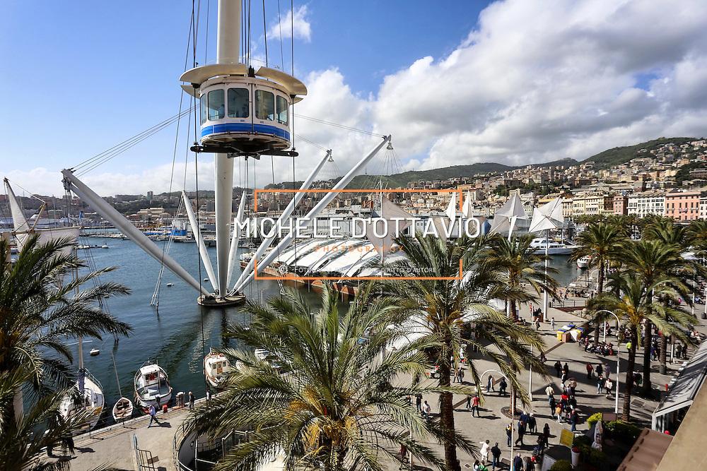 Genova, Bigo ascensore panoramico che ruota a 360° sul Porto Antico di Genova progettato dall'architetto Renzo Piano. 16/05/2015,