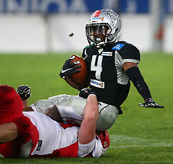 09.04.2016, Tivoli Stadion, Innsbruck, AUT, BATTLE4TIROL, Swarco Raiders Tirol (AUT) vs Helsinki Roosters (FIN), im Bild Aaro Ellasson (Helsinki Roosters, DL, #69) und Milton Knox (Swarco Raiders Tirol, RB, #4) // during the BATTLE4TYROL game between Swarco Raiders Tirol (AUT) and Helsinki Roosters (FIN) at the Tivoli Stadion, Innsbruck, Austria on 2016/04/09. EXPA Pictures © 2016, PhotoCredit: EXPA/ Thomas Haumer