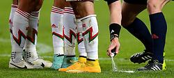 12-11-2014 NED: Oefenwedstrijd Nederland - Mexico, Amsterdam<br /> Nederland verliest met 3-2 van Mexico / Schoenen, spuitbus scheidsrechter, vrije trap, muurtje