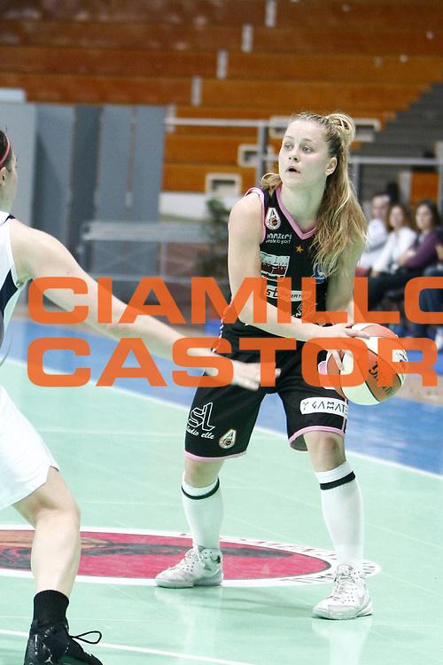 DESCRIZIONE : Napoli Palavesuvio LBF Opening Day Cras Basket Taranto Pool Comense<br /> GIOCATORE : Jannson Sandra Sinclair<br /> SQUADRA : Pool Comense<br /> EVENTO : Campionato Lega Basket Femminile A1 2009-2010<br /> GARA : Pool Comense<br /> DATA : 10/10/2009 <br /> CATEGORIA : palleggio<br /> SPORT : Pallacanestro <br /> AUTORE : Agenzia Ciamillo-Castoria/E.Castoria